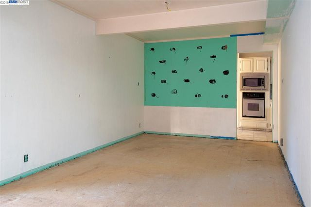 wet bar area_before