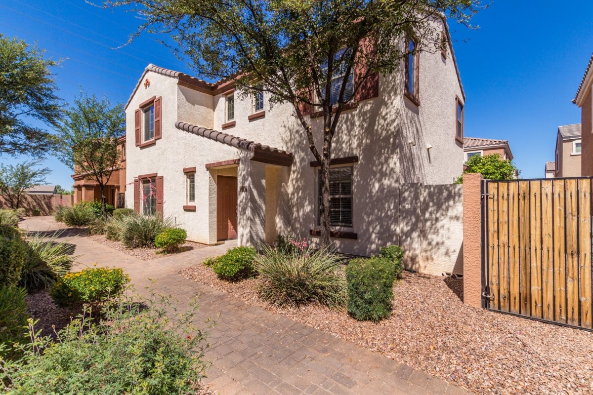 Welcome to 2571 E Bart Street, Gilbert – Lyon's Gate